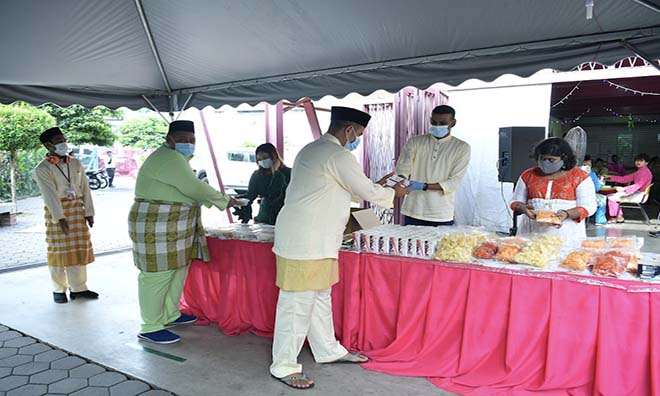 CMCO: Homeless in KL celebrate Aidilfitri in the new normal via 'Jom Raya' programme