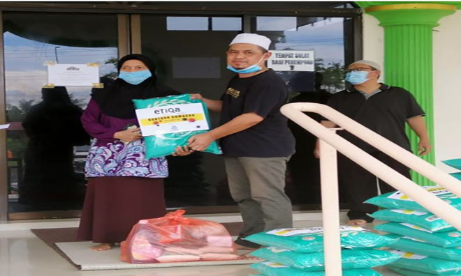 IAM channels Raya aid to 1,500 underprivileged Muslim families