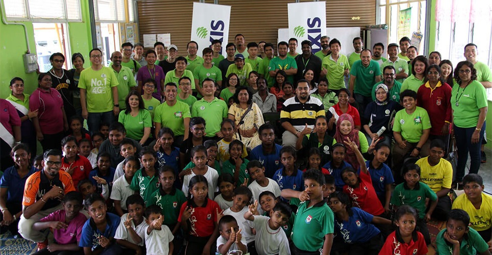 Maxis brings cheer to students of SJKT Ladang Escot in conjunction with Deepavali