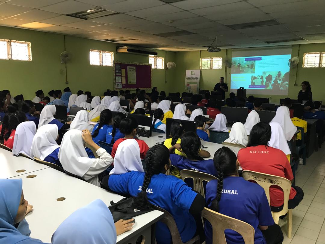 Maxis reaches out to more students with 'eKelas @ School'