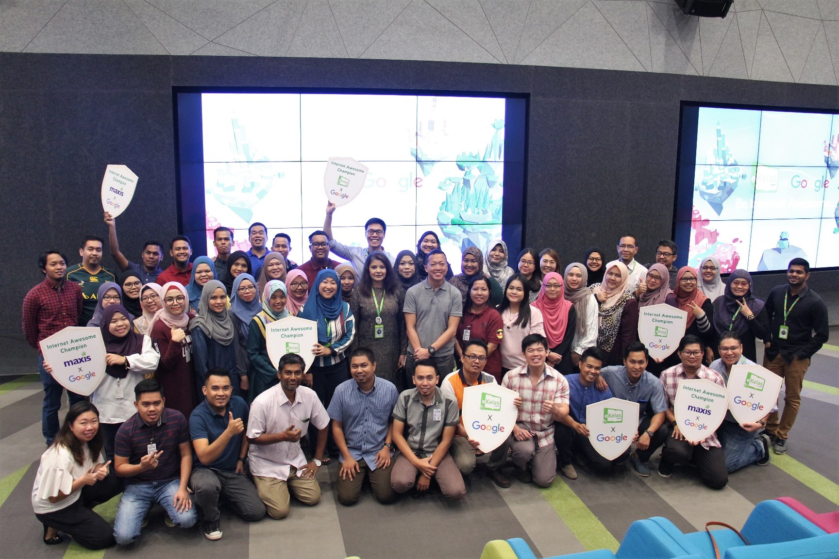 maxis collaborates with google