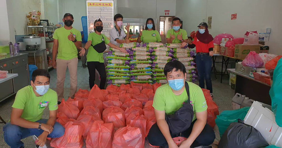 Maxis provides aid to B40 communities in conjunction with recent CNY to help families stay safe